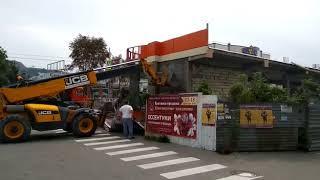В Кисловодске на проспекте Победы снесли самовольно построенное кирпичное здание