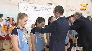Определены имена финалистов школьной волейбольной лиги.