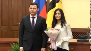 Губернатор Дмитрий Миронов вручил школьникам региона их первые паспорта
