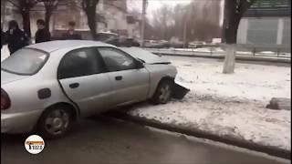 В Волгограде водитель с сердечным приступом на полной скорости врезался в дерево