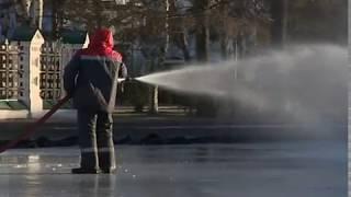 В Ярославле заливают каток на Советской площади