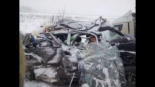 В Башкирии водитель легковушки погиб в ДТП с двумя грузовиками