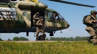 Военные посадили вертолёт на дорогу в Новосибирской области