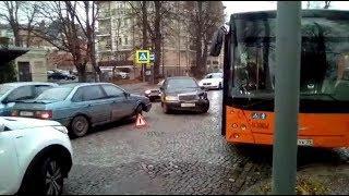 Авария парализовала движение на улице Тельмана в Калининграде