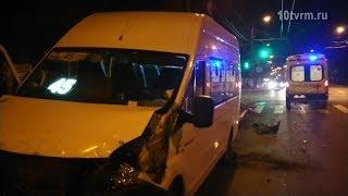 В Саранске при столкновении ВАЗа и маршрутки пострадали 10 человек