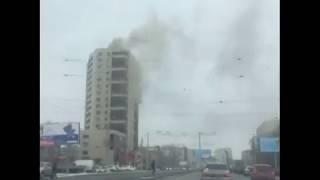 В Челябинске горит многоэтажка  Жильцов эвакуируют
