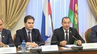 Проблемы с коммуникациями, транспорт и дольщиков Краснодара обсудили в Заксобрании края