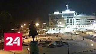 """Водитель и пассажир BMW X5 вылетели из салона после """"улетной"""" аварии в Липецке - Россия 24"""