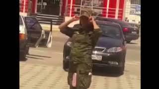 Странным поведением девушки в военной форме возмущены ставропольцы