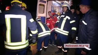 Видео Новости-N: спасатели достают раненого в ДТП под Николаевом