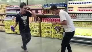 Подростков, заливших молоком супермаркет Пятигорска, осудили в соцсетях