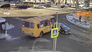 В Уфе произошло ДТП с участием маршрутки и автомобиля службы каршеринга
