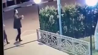 Вандал кулаком разбил фонарь в Кисловодске