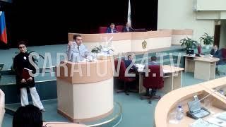 Депутат принес на заседание думы корзину с едой