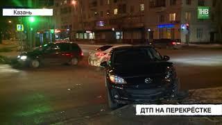 Мазду отбросило на тротуар после столкновения с автомобилем Лада Калина - ТНВ