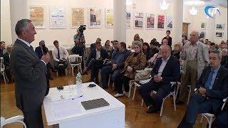 Мэр Юрий Бобрышев обсудил с новгородцами проблемы Торговой стороны