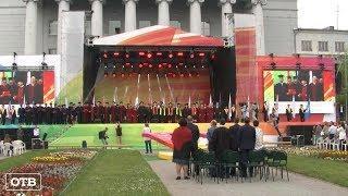 Грандиозный праздник: 6300 выпускников УрФУ получили долгожданные дипломы