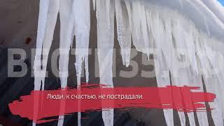 В Череповце на внедорожник рухнула ледяная глыба