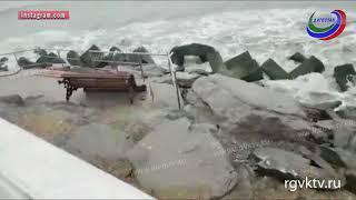 Вандалы устроили настоящий погром на набережной Каспийска