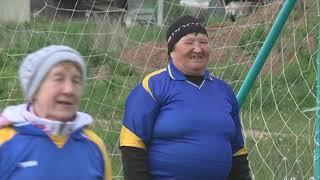 15 06 2018 Пенсионерки в Увинском районе сыграли в футбол в честь старта ЧМ-2018