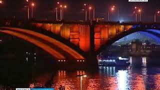 На левобережной набережной состоялся торжественный запуск иллюминации Коммунального моста