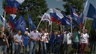 Ставропольцы развернули российский триколор на вершине горы Стрижамент