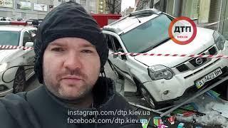Перестрелка и ДТП в Киеве на Сурикова: Ниссан залетел на ступеньки магазина. Много полиции. Едем на