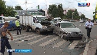 На пересечении Пушкина и Гоголя в Уфе столкнулись три машины