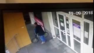 В Тутаеве камера зафиксировала кражу велосипеда