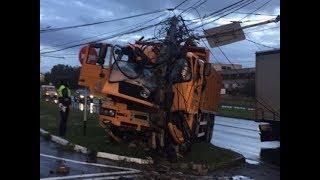 В Ставрополе грузовик протаранил столб