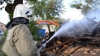 Ликвидация пожара на ул. Карагандинской в Оренбурге