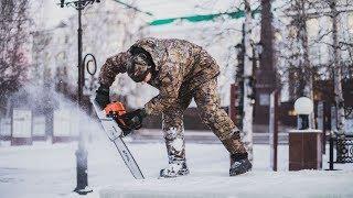 На главной площади Ханты-Мансийска началось строительство ледового городка