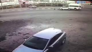 Donday. В Новочеркасске ВАЗ выехал на встречную полосу и врезался в микроавтобус