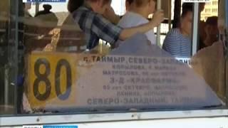 В Красноярске на пассажиров автобуса упало боковое стекло