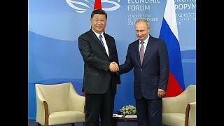 Путин и Си Цзиньпин вместе испекли блины и выпили водки…