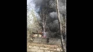 На Луганской горит промышленное здание. 06.05.2018.