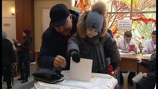 Югорчане приходят на выборы президента России семьями