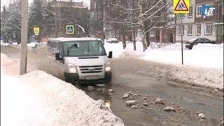 Коммунальная авария превратила улицу Великого Новгорода в реку