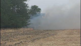 На полях Ипатовского округа еще горит сухая трава