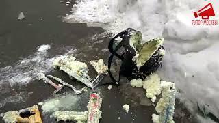 ЧП в Москве. Глыбой льда чуть не убило человека