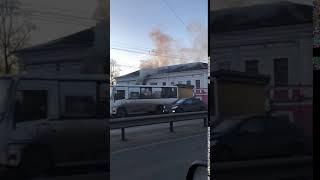 В Ярославле загорелось здание над продуктовым магазином