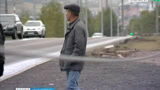 В Красноярске на остановке СФУ провода свисают прямо до земли