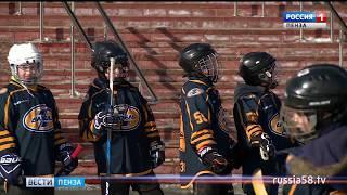 Пензенские спортсмены сыграли в хоккей в валенках