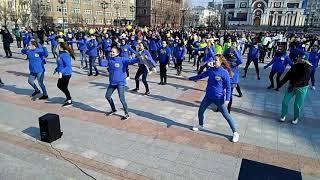Хабаровчане сделали зарядку на площади Воинской славы