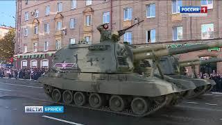 На главной площади Брянска прошли марш войск и Парад Поколений