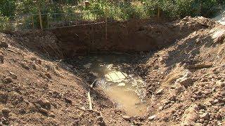 Доска позора: Жители Волгограда получили от «Концессий водоснабжения» «подарок» - котлован с водой