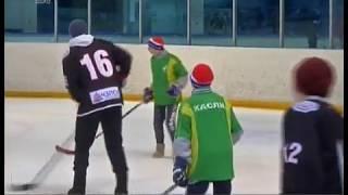 Коньки заменили на валенки. В Челябинске состоялся необычный турнир по хоккею