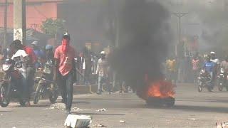 Граждане Гаити требуют отставки президента