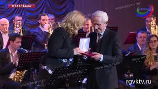 В Махачкале отметили юбилей главного дирижера эстрадно-симфонического оркестра РД Магомеда Абакарова