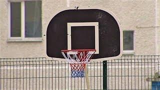 Экономные коммунальщики Сургута установили новую спортивную площадку